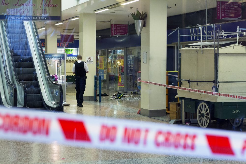 Elephant & Castle Stabbing, 12th November 2014 Photograph by Hannah Hutchins