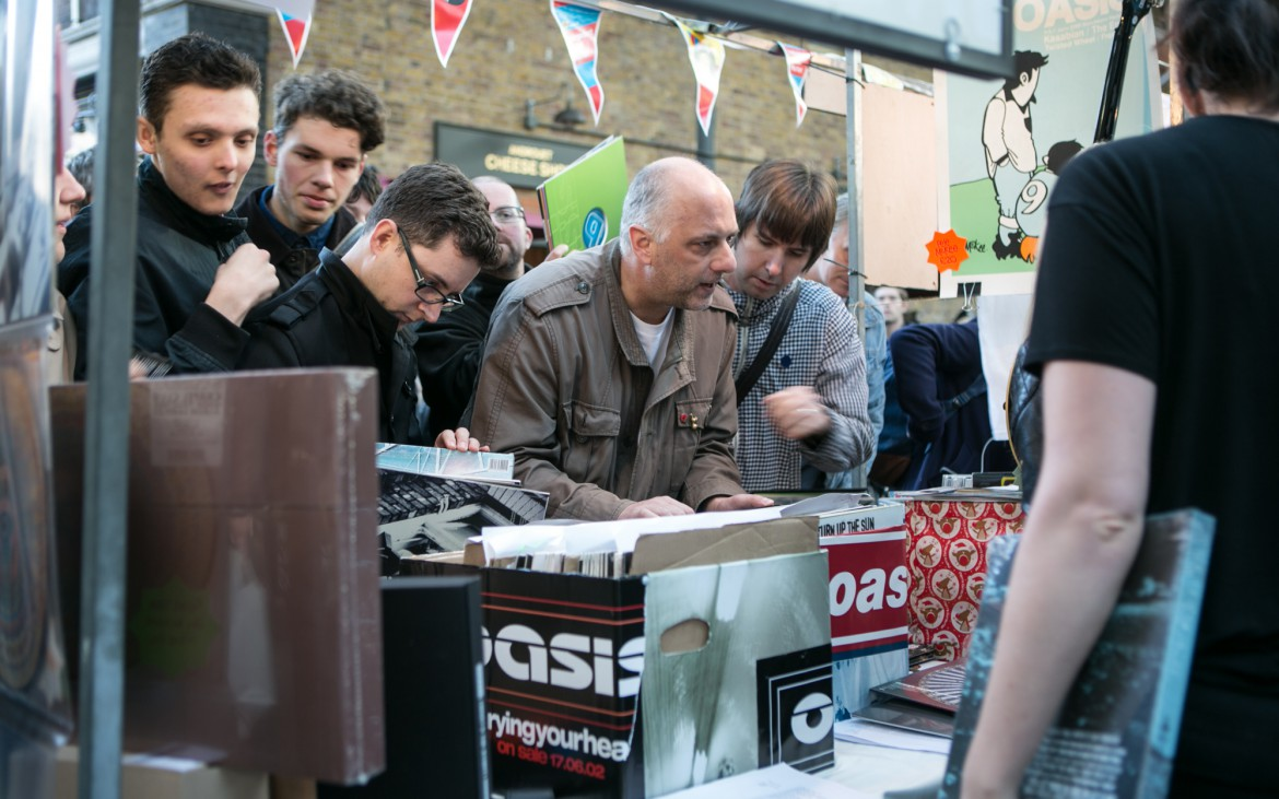 Oasis fans who were hungry for a piece of rare memorabila from the Britpop band queued for up to half an hour for a rare test pressing of Oasis' albums and singles.