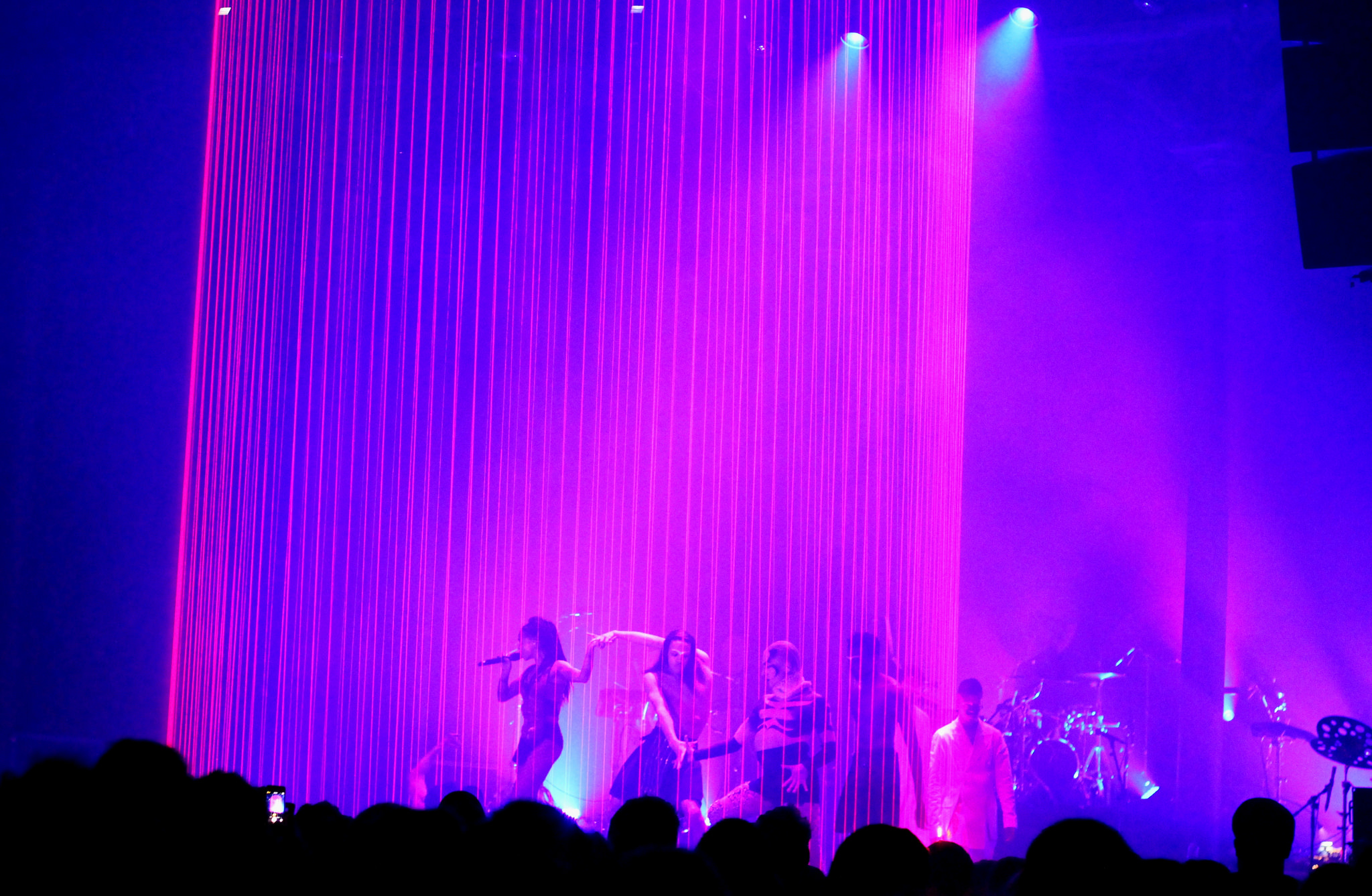 FKA Twigs performing at the Roundhouse [Flickr: werelostinmusic]