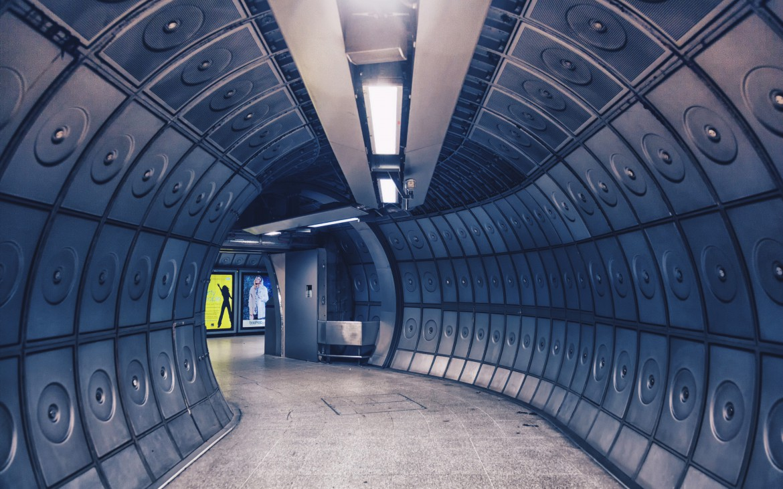 An empty Jubilee line station [The Boy Geniuz Photography]