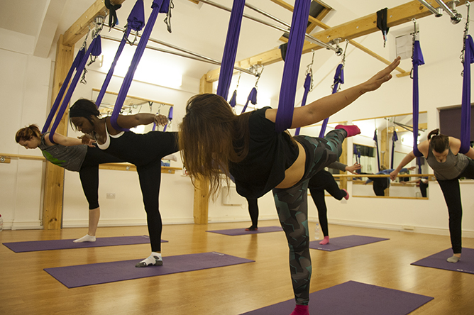 yoga_antigravity-mind_relax_fitness_therapy