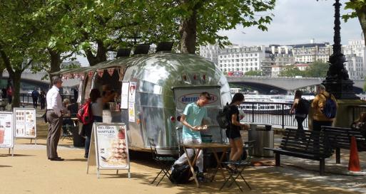 Takeawy caravan on London's South Bank