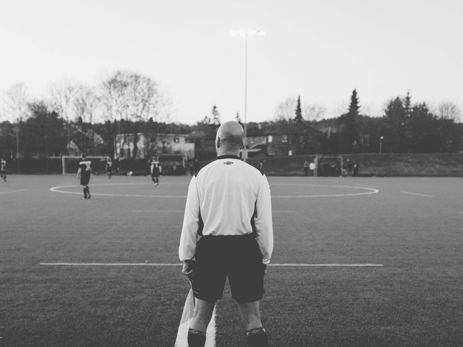 https://pixabay.com/en/football-soccer-field-sports-923172/