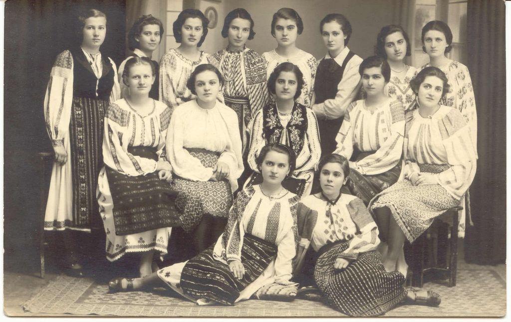 Traditional Romanian Folk Costume from Southern Romania,region of Muscel and Oltenia. ANDRADA DACIANA via Flickr