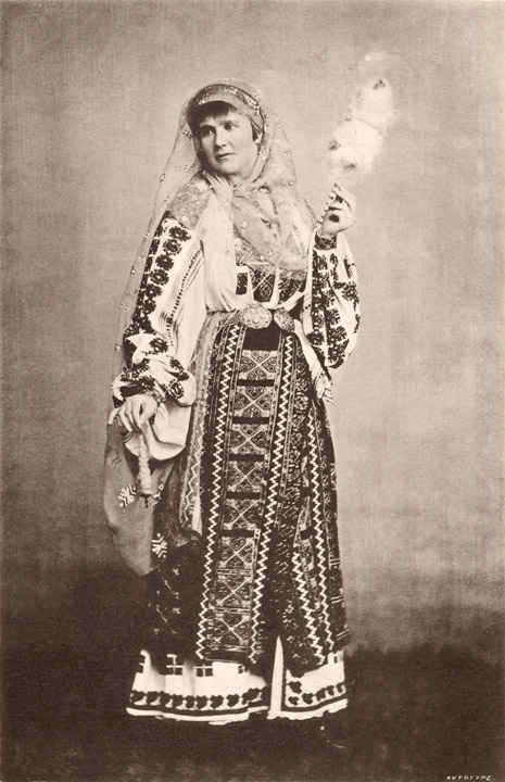 Elisabeth of Wied, Queen of Romania, in a complete national costume / photo Franz Duschek