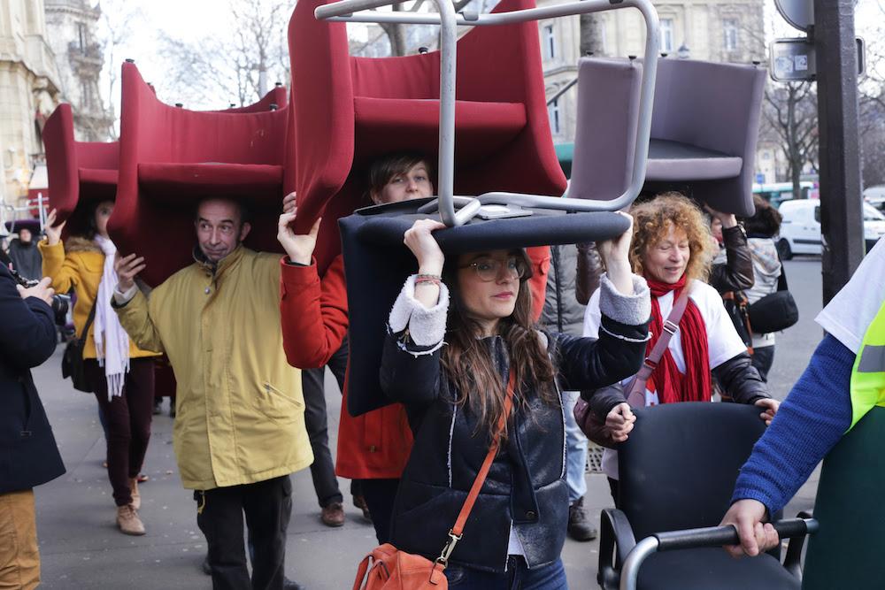 Protesters walk to the Palais de Justice in Paris. @Emmanuel Sapet