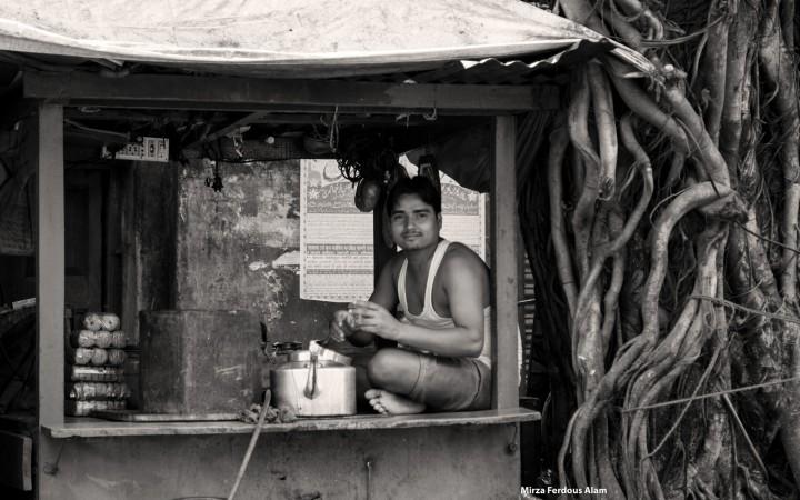 A chaiwalla selling chai in India
