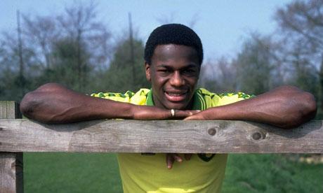 Footballer in Norwich City kit