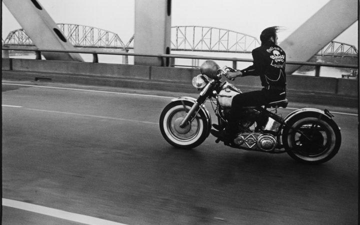 Danny Lyon: Crossing the Ohio, Louisville, 1966.