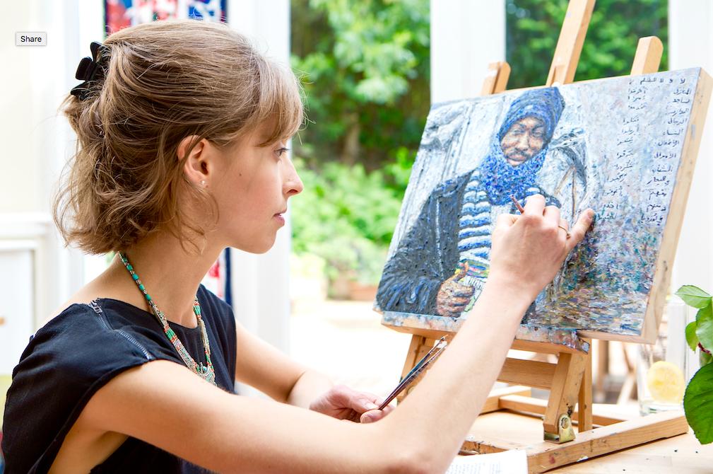 Artist Hannah Rose Thomas painting a portrait
