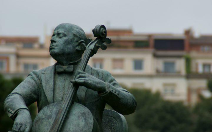 Statue Famous violoncellist Pau Casals