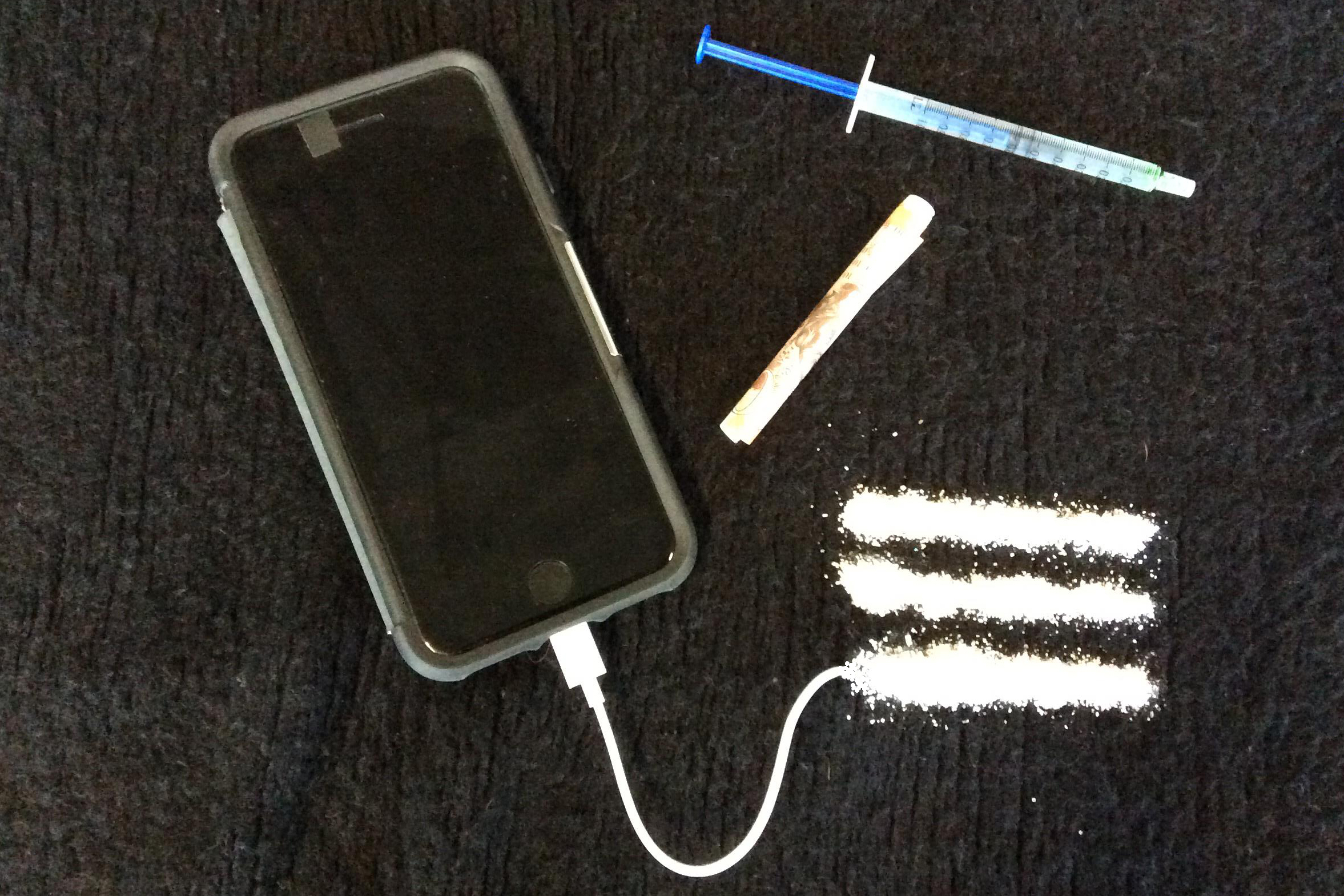 Mock-up illustrating the link between drugs and mobiles