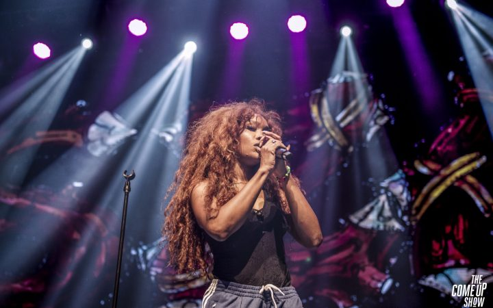 SZA on stage