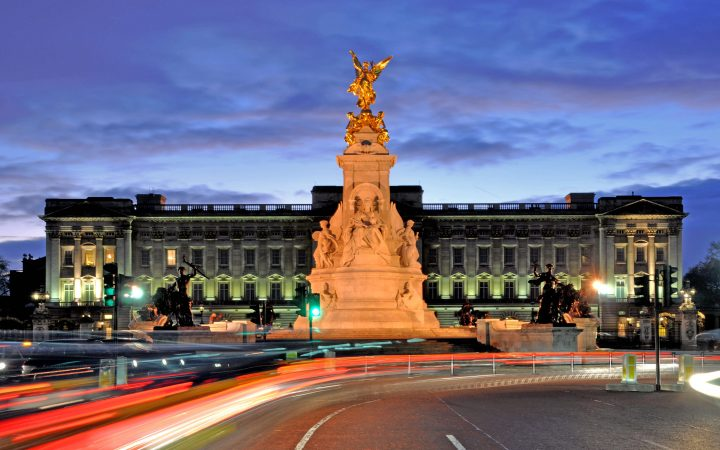 buckingham palace, the queen, london