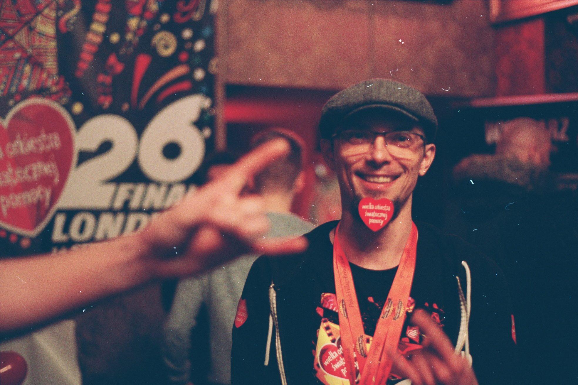 Kamil, with a sticker on his Goatee, who organised volunteers at the GOCC (WOŚP) final in London Fot. Bartosz Kielak