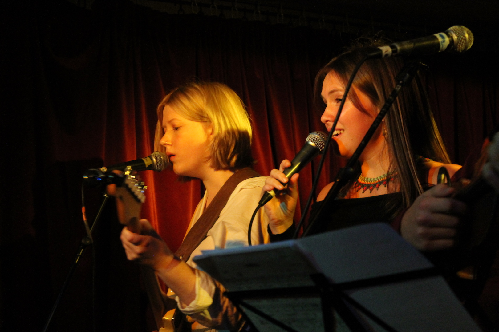 Rosie Frater-Taylor and Ella Hohnen in the Green Note