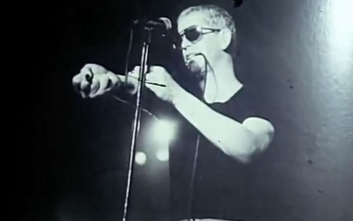 Lou Reed pretending to inject himself on stage