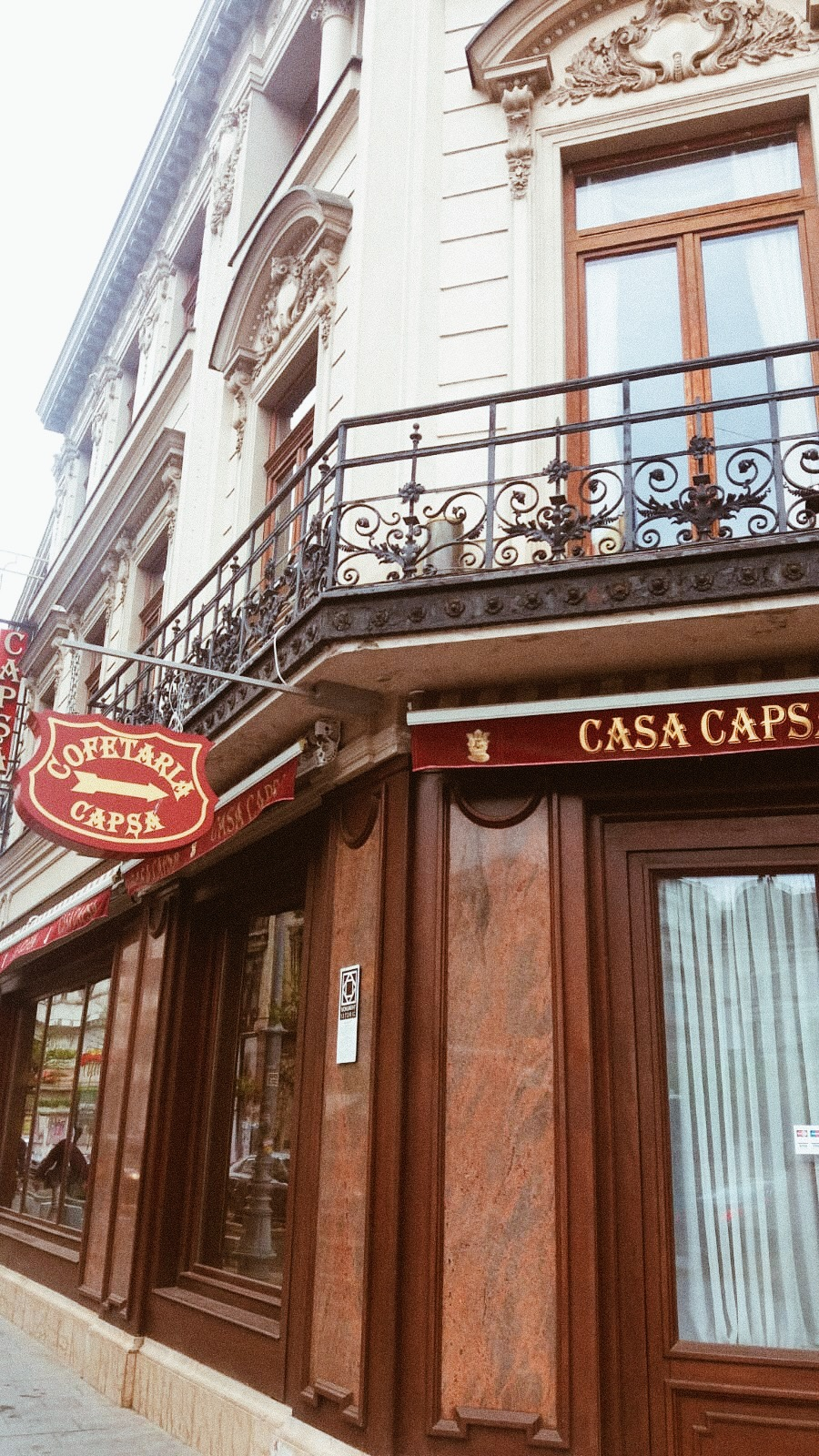 front view of casa capsa with wooden sign
