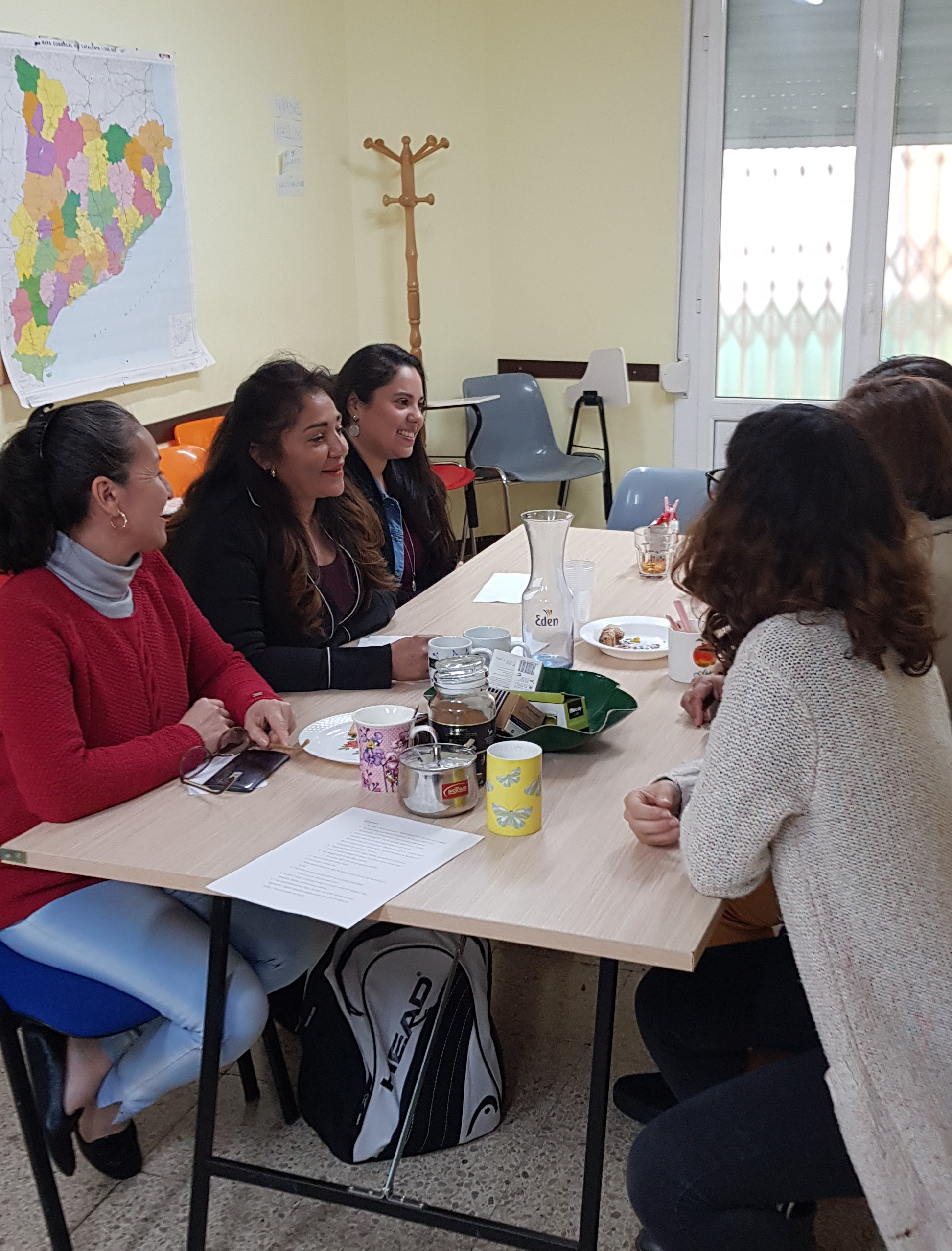 migrant mothers sat round the table chatting