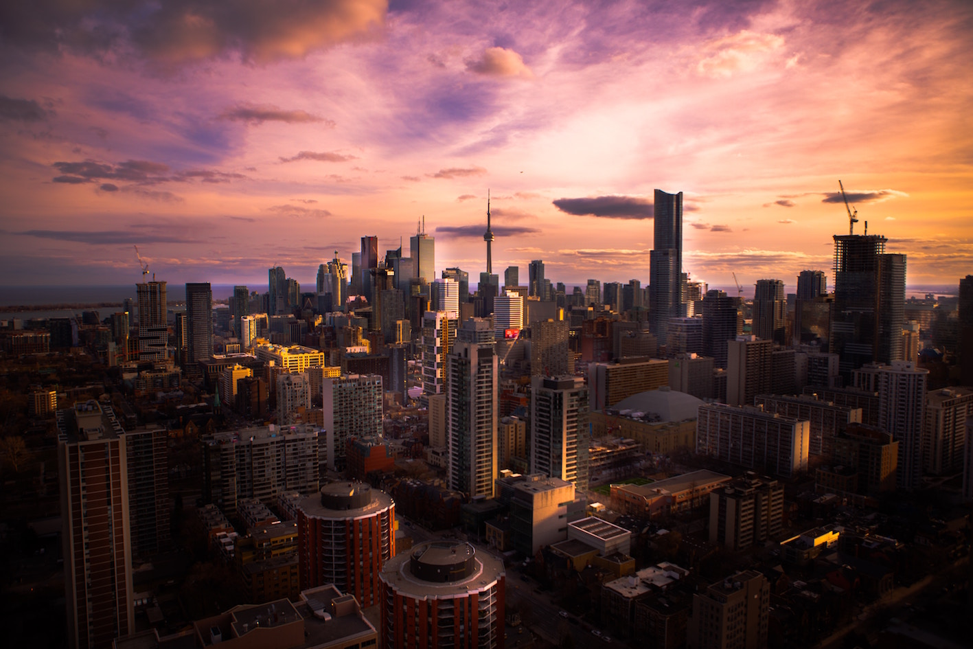sunset of toronto's skyline