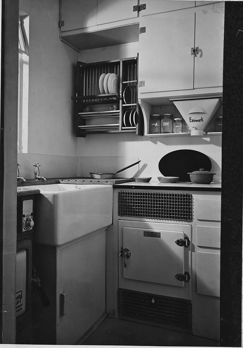 A kitchen inside an Isokon flat.