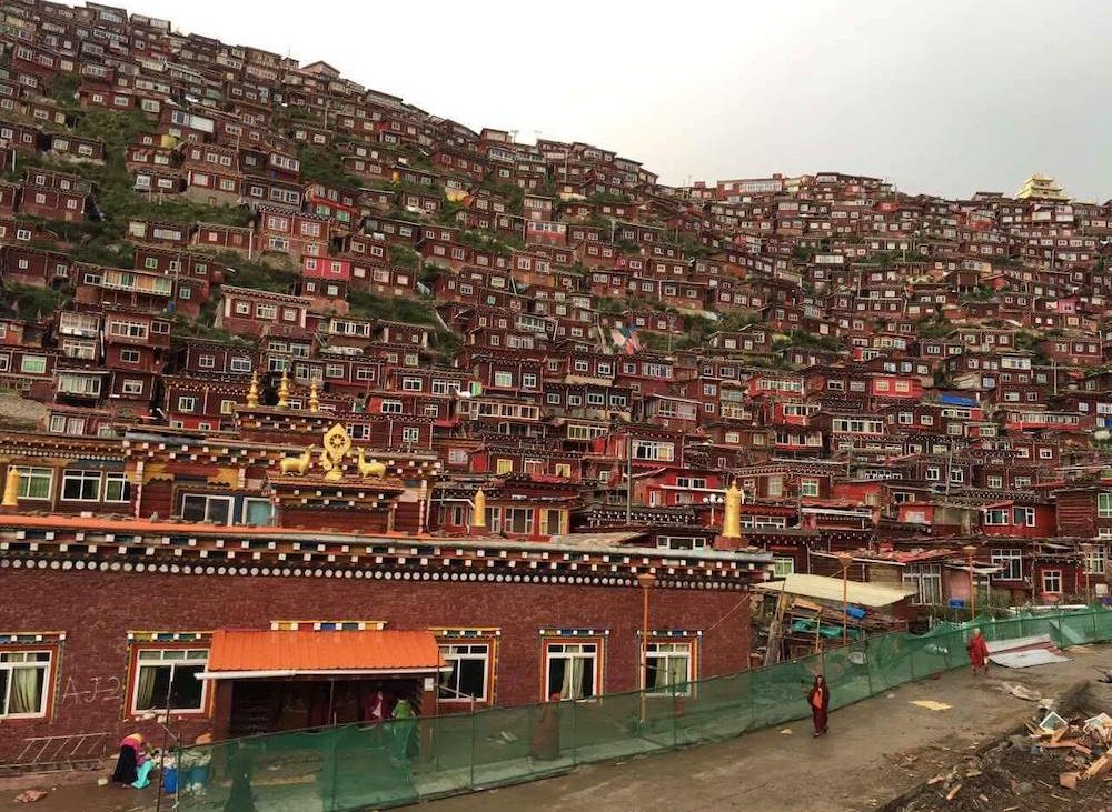 A view of many houses in Larung Gar in Tibet