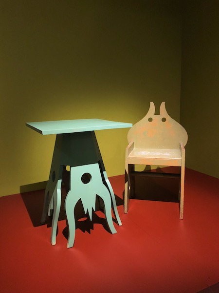 A chair and side table designed in the futurist style for the hell-themed Cabaret del Diavolo in Rome.