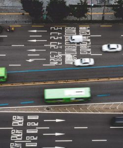 An aerial view of a road in Seoul, showing traffic.