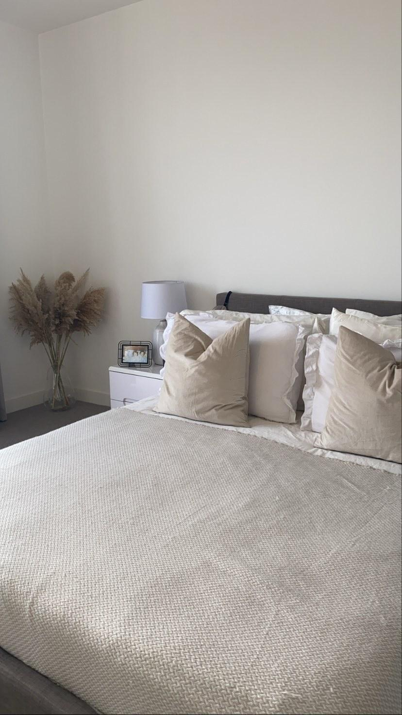 Bedroom setting that supports healthy sleeping routine