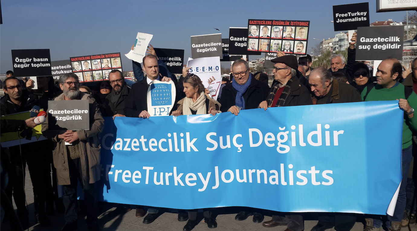 Turkish journalists protesting imprisonment of their colleagues in 2016. Photograph by Hilmi Hacaloğlu