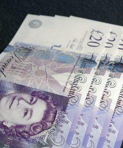 four 20 pound bank notes